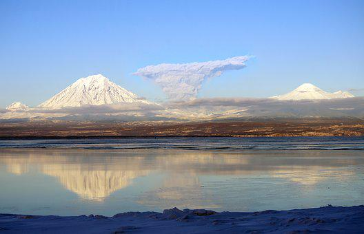 Volcanoes, The Eruption, A Plume Of Ash, Bay