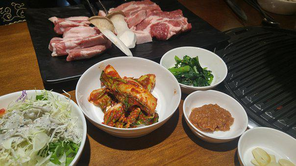 Jeju Black Pig, An Elephant Is Down, Pig Life And