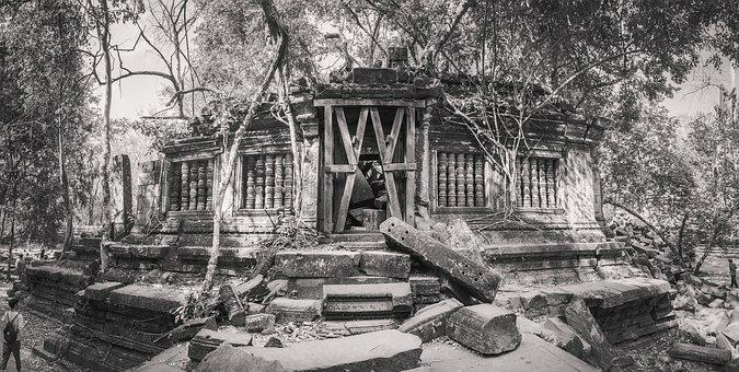 Cambodia, Siem Reap, Collapse Key Column, Angkor Wat