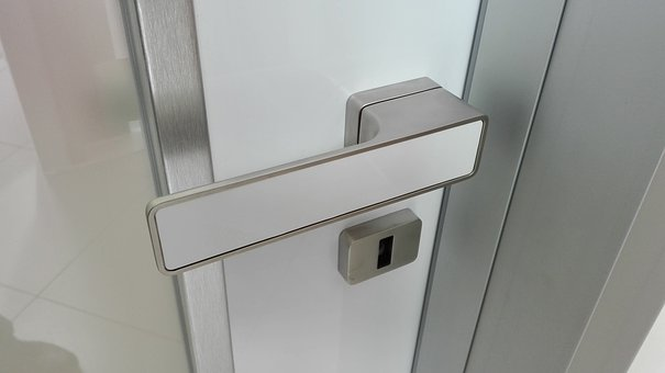 Door, Handle, Clique Maximal, The Safety Of The