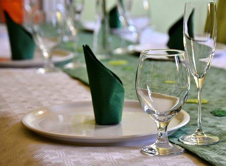 Gedeckter Table, Board, Tableware, Glasses, Plate
