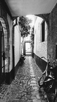 Antwerp, Vlaeykensgang, Old Town, Historic Buildings