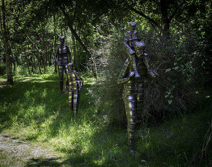 Family Outing, Steel Sculpture, Sculptor Bob Waters