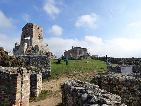 Csesznek, Castle, Castle Ruins