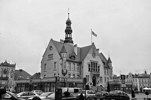 The Town Hall, The Market, The Old Town, History