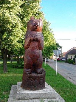 Slovakia, Piešťany, Bear, Village