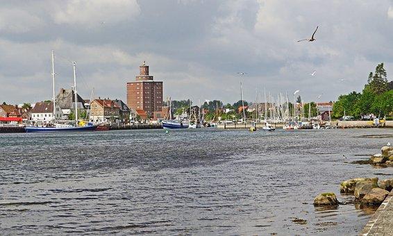 Eckernförde, The Outer Harbor, Harbour Entrance