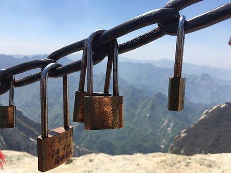 Pinus Armandii, The Chains, Lock