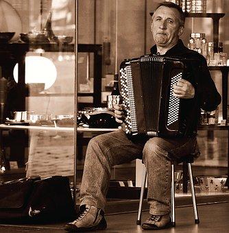 Ship Arts Piano, Street Musicians, Snapshot