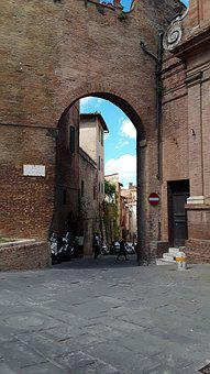 Siena, Quantum Of Solace, Goal, One Way Street, Tuscany