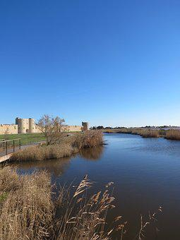 Aigues Death, Saline, The Walls