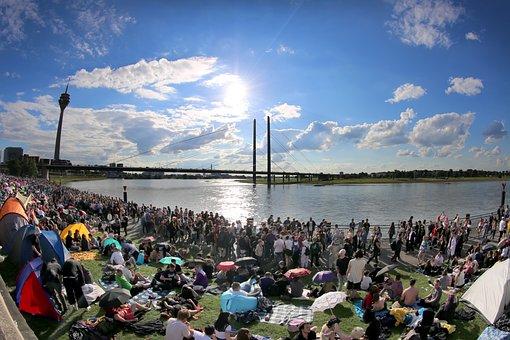 Japantag, Düsseldorf, The Rhine Embankment Promenade
