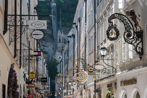Salzburg, Getreidegasse, Road, Nasal Signs