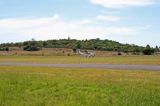 Approaching Aircraft, Aircraft, Cessna Caravan