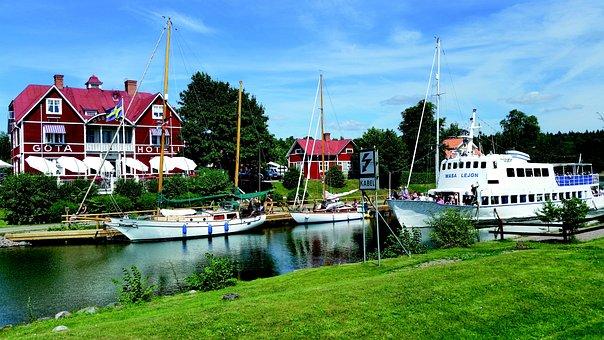 Gota Canal, Borensberg, Canal Boat