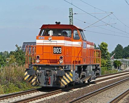 Diesel Locomotive, Werkslok, Switcher, Passing Traffic