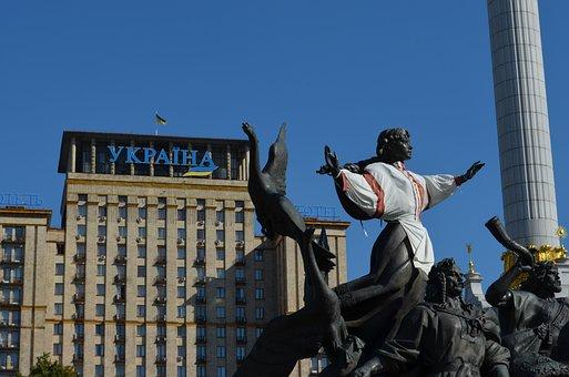 Ukraine, Kyiv, Majdan, Hotel Ukraine, The Statue Of