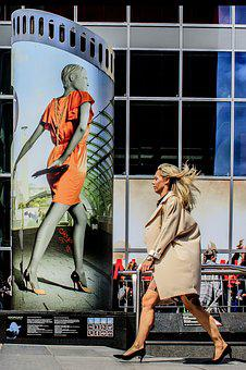 Rotterdam, Street Photography, Buy Gutter, Blonde