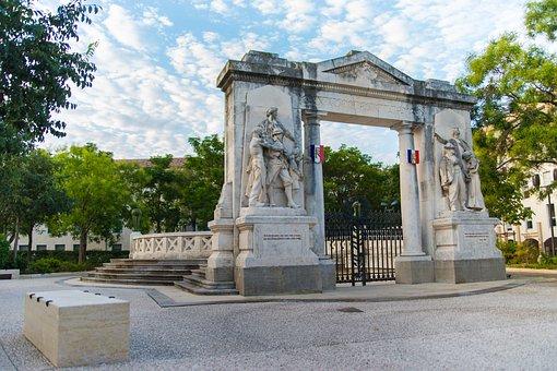 Monument To The Dead, Square Du 11 Novembre, Nimes