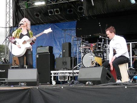 Philippa Hanna, Musician, Drummer, Acoustic, Guitarist