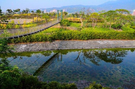Kaohsiung, Have I Manage To, Drawbridge, Reflection