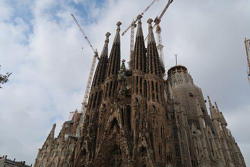 Gaudi, Barcelona, Gaudi Cathedral, The Apartment Emilia
