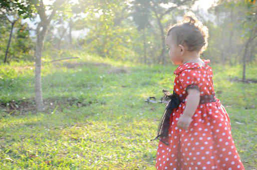 Girl, Dress, Minnie, Nature, Childhood, Distracted