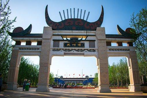 China, Guizhou, Guiyang, Tianhe Pond, Tianhe Pool Gates