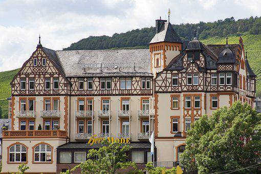 Bernkastel Kues, Mosel, Building, Historically