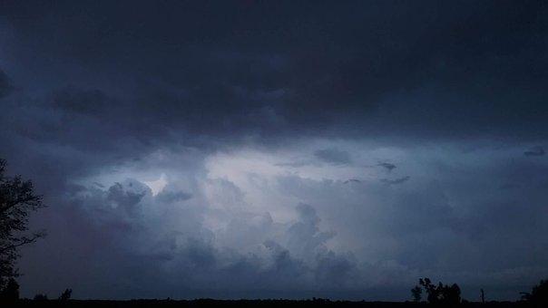 Lightning, Alabama, August
