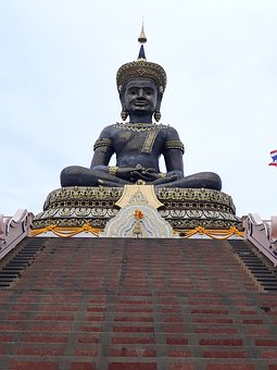 Buddha Mahathammaraja, Petchaboon, The Temple