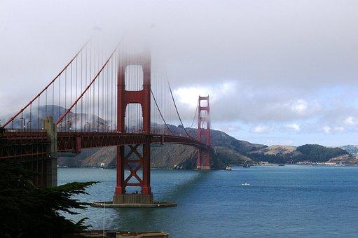 Golden Gate Bridge, San Francisco, Mist