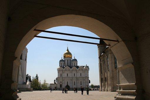 Arch, Entrance, Kremlin, Tourists