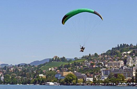 Paraglider, Landing, Montreux, Lac Léman, Lake Geneva