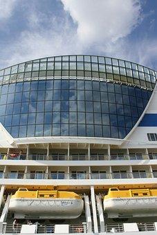 Aida, Cruise Ship, Hamburgensien, Harbour Cruise