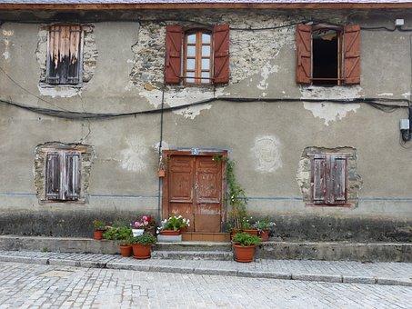Typical House, Val D'aran, Franco, Facade