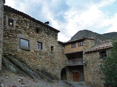 Medieval Village, Ginast, Portal, Ribagorça, Pyrenees