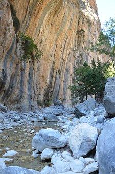 Crete, Samaria, Throat